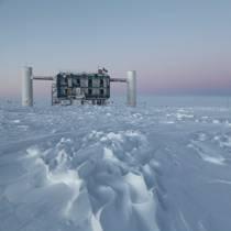 Von Eiswürfeln, Polarforschern und der Jagd nach Neutrinos