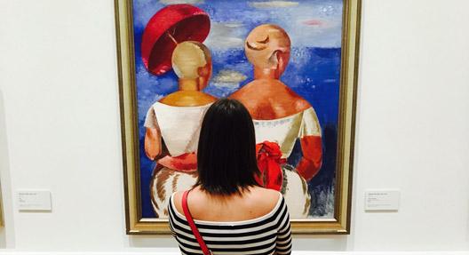 """(Foto: Ellen Euler, Werk: Jēkabs Kazaks """"Ladies at the Seaside"""", 1920)"""