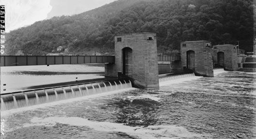 """""""Staudamm am Neckar"""", © Bildarchiv Foto Marburg (http://www.fotomarburg.de)"""