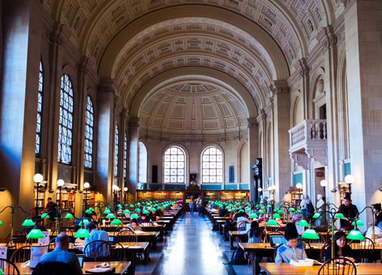 Boston Public Library, wo die DPLA ihren Sitz hat. Von Brian Johnson über  via Wikimedia Commons. (Public Domain)