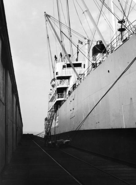 Schiff im Hafen, USA, aus der Serie 'Die Welt des Tabaks', Foto: Ehrhardt, Alfred (1956)