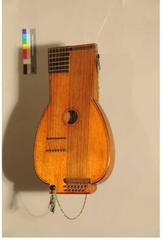 Stössel-Basslaute (1920 - 1930), Foto: Heidi von Rüden, Musikinstrumenten-Museum, Staatliches Institut für Musikforschung, Preußischer Kulturbesitz, Berlin