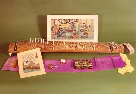 Koto (Heterochorde Halbröhrenzither) (Osaka, 1968), Musikinstrumenten-Museum, Staatliches Institut für Musikforschung Preußischer Kulturbesitz, Berlin
