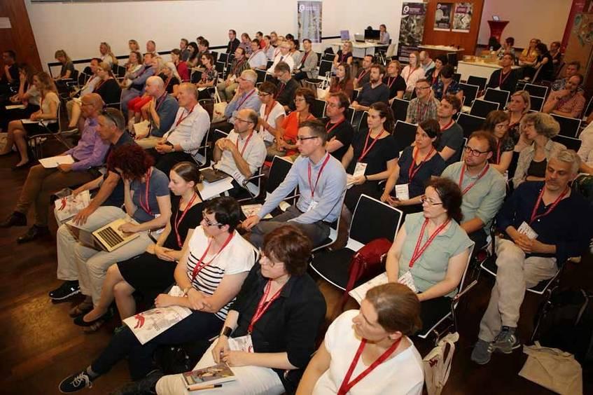 Ca. 140 TeilnehmerInnen kamen zum DDBforum, hier im Großen Saal des Tagungswerks Jerusalemkirche, Foto: Hans-Georg Schöner (CC BY 4.0 International)