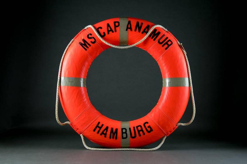 Eines der vielen Objekte im Virtuellen Migrationsmuseum, Rettungsring von Cap Anamur, DOMiD-Archiv