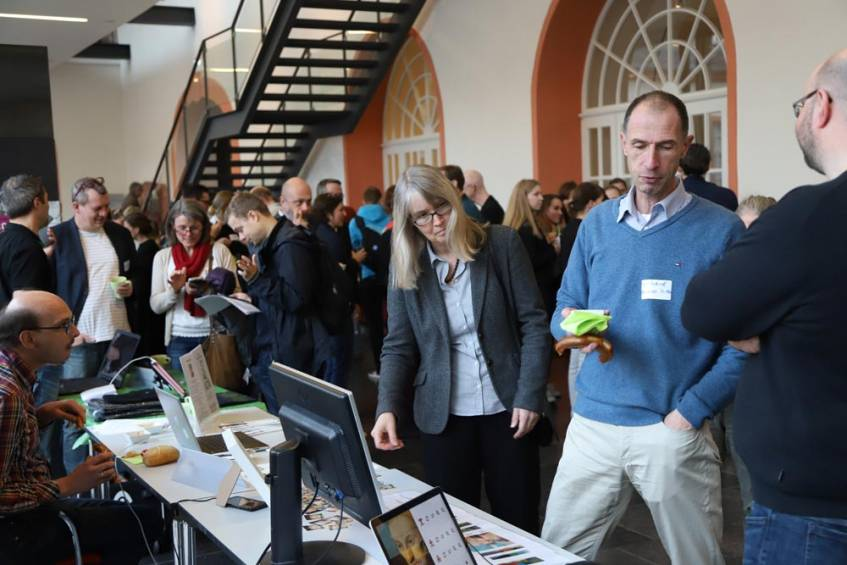 Large crowds at the Landesmuseum Mainz during the presentation of the Coding Da Vinci Rhein-Main projects (Photo: Klaus Weber, University Library of the Johannes Gutenberg University; License: CC BY-SA 4.0 International)
