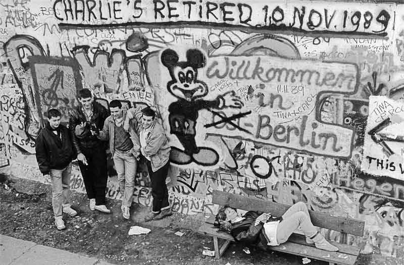 """""""Staatsgrenze zu Westberlin/Berliner Mauer am Grenzübergang Checkpoint Charlie"""" (1989), Fotograf: Christian Borchert, SLUB/Deutsche Fotothek"""