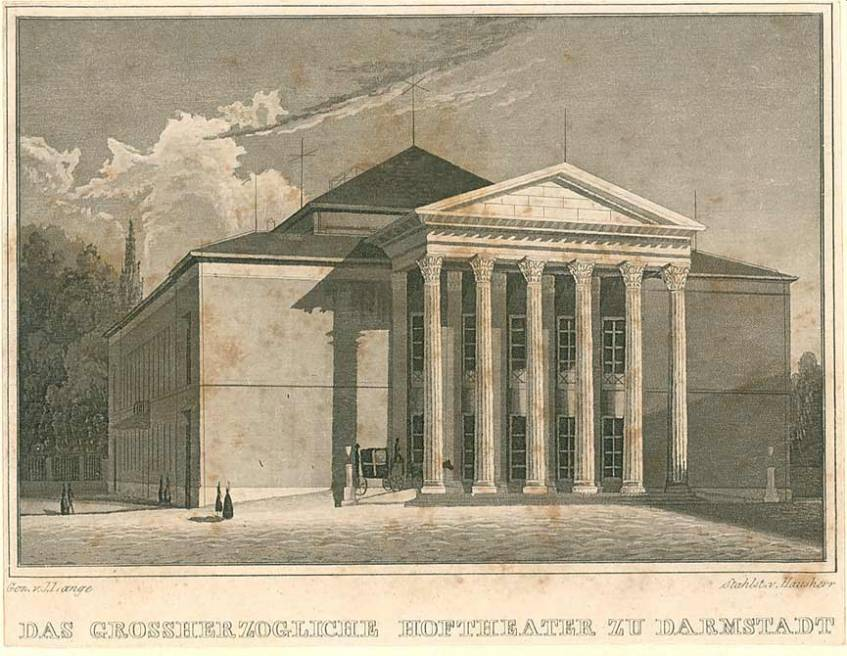 """Vorderansicht des Darmstädter Hoftheaters"", Lange, Julius (Zeichner); Hausherr (Stecher), Stahlstich, um 1830-1840, Darmstadt, Hessisches Landesarchiv - Staatsarchiv Darmstadt (CC BY 4.0 International)"