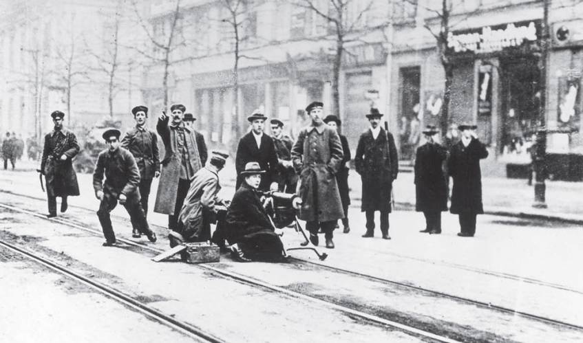 """Titelbild der Ausstellung """"1918: Zwischen Weltkrieg und Revolution. Ein Entscheidungsjahr für Deutschland"""""""