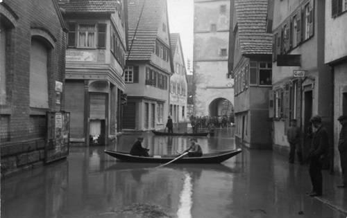 """Ruderboote in der Langen Straße"", Foto, Dezember 1919, Waiblingen, aus der Sammlung des Stadtarchivs Waiblingen"