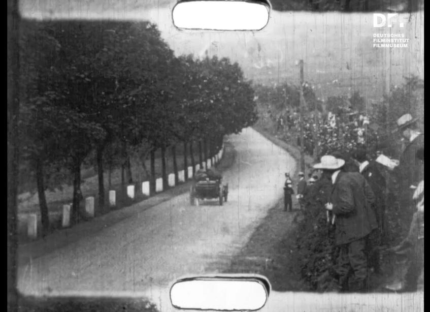 Zuschauer*innen beim Gordon-Bennett-Autorennen 1904