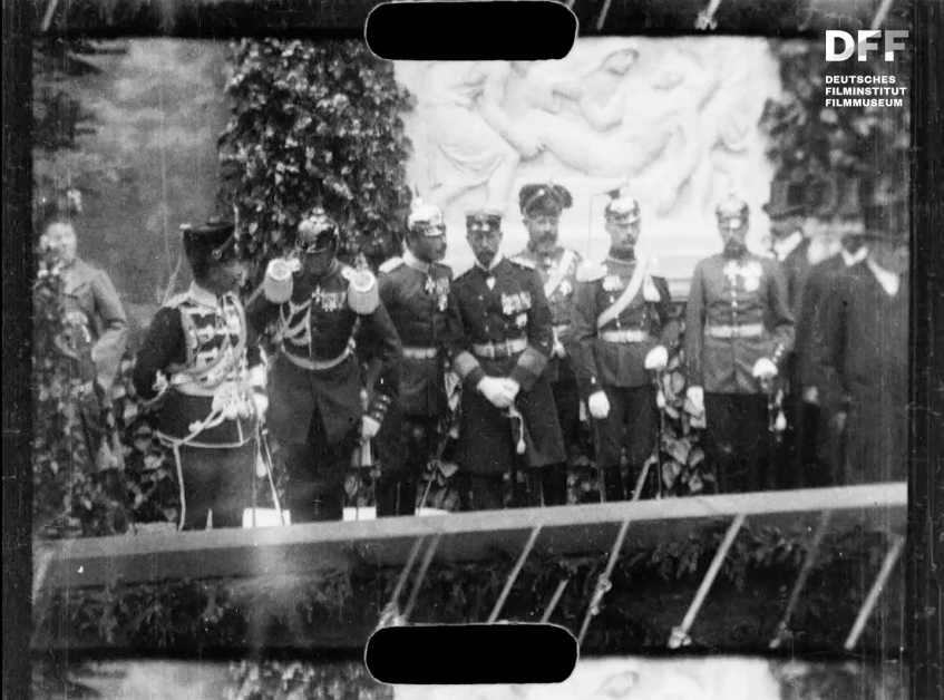 Kaiser Wilhelm II. weiht eine Gedenktafel ein am 16.6.1904
