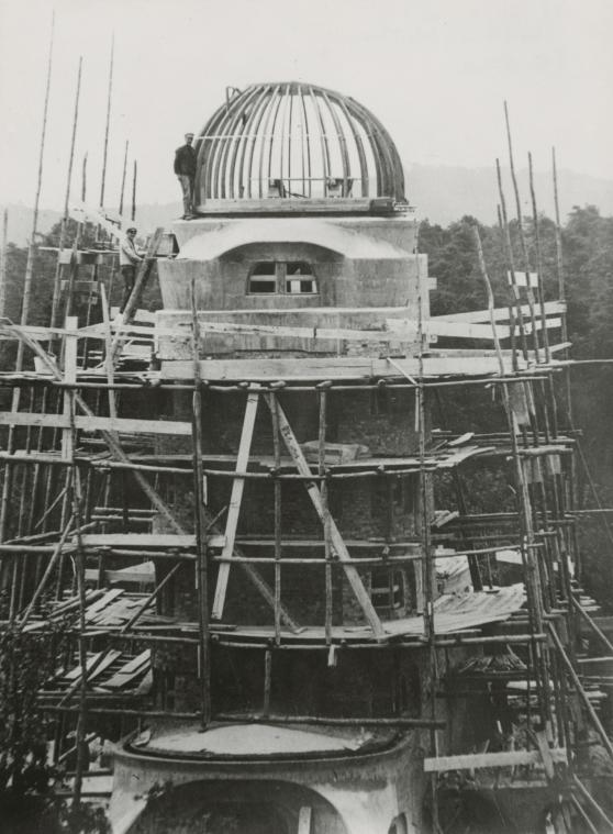 Potsdam, Einsteinturm im Bau, mit Gerüst