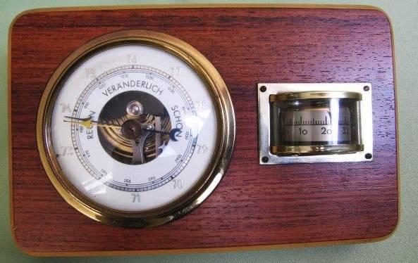 """""""Barometer plus Thermometer"""" (1960er Jahre), Heimat- und Handwerksmuseum Wahlstedt (CC BY-NC-ND 3.0 Deutschland)"""