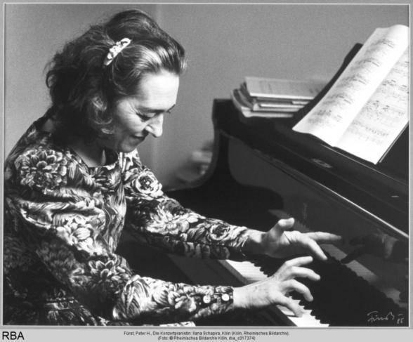Die Konzertpianistin: Ilana Schapira, Foto: Fürst, Peter H. (um 1987), © Rheinisches Bildarchiv Köln