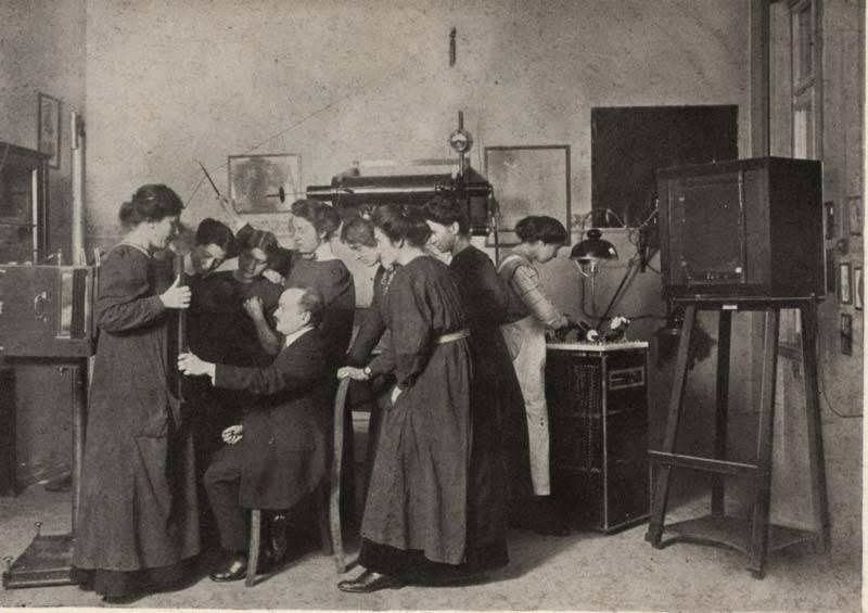 """""""Photographische Lehranstalt"""" (vor 1912), Archiv des Lette-Vereins Stiftung des öffentlichen Rechts (Public Domain Mark 1.0)"""