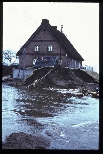 """""""Sturmflut Elbe, Hamburg"""", Fotograf: Unbekannt (1961-02-17), Bundesanstalt für Wasserbau (Rechte vorbehalten - Freier Zugang)"""