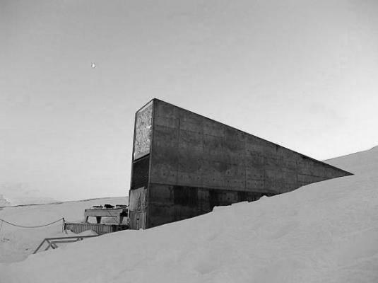 "Vordereingang des ""Svalbard Global Seed Vault"". Foto: Mari Tefre / Svalbard Global Seed Vault"