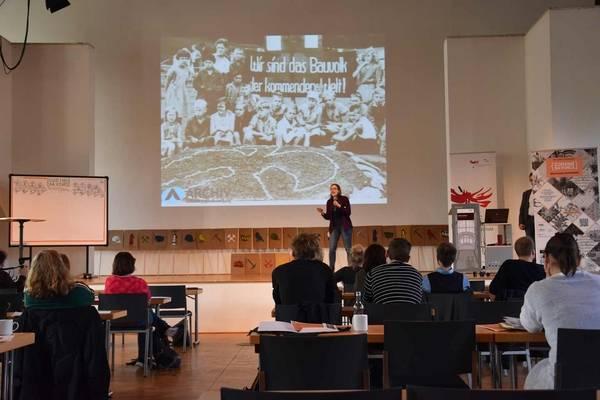 Datenpräsentation auf der Hauptbühne: Das Archiv der Arbeiterjugendbewegung