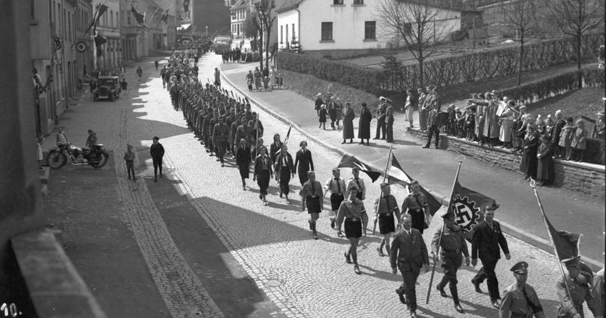 Führer, wir gehören Dir. Jugend in der NS-Zeit im heutigen Märkischen Kreis