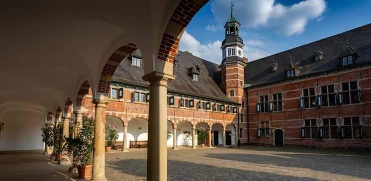 Den Brunnenfunden auf der Spur. Schloss Reinbek