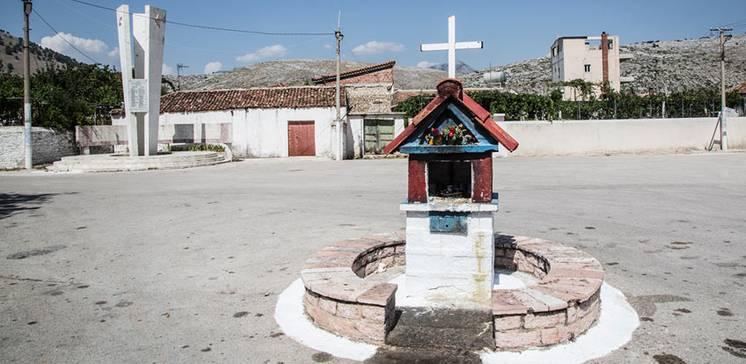 """""""Gott in Albanien"""". Foto Essay von Jutta Benzenberg"""