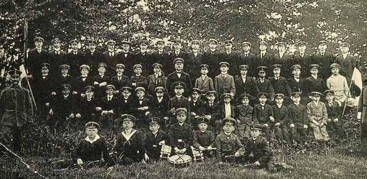 """Jugendwehren. """"Eine Ehrenpflicht gegenüber dem Vaterlande"""": Die militärische Vorbereitung der Jugend im Kreis Gütersloh während des Ersten Weltkrieges"""