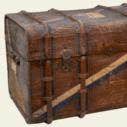 Koffer, in dem das Umzugsgut von Renate Adler nach Großbritannien transportiert wurde, aus der Sammlung von: Deutsches Exilarchiv 1933-1945 der Deutschen Nationalbibliothek, mit freundlicher Genehmigung der Familie (Rechte vorbehalten - Freier Zugang)